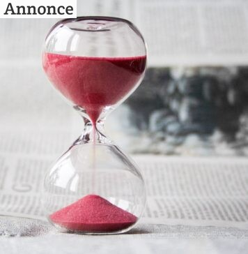 Timeglas med rødt sand