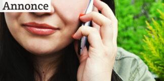 Kvinde taler i telefon